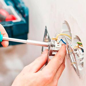 Монтаж розеток и выключателей в офисе